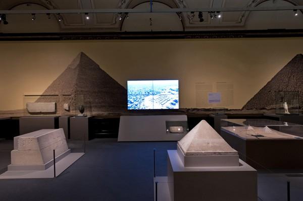 1_im_schatten_der_pyramiden